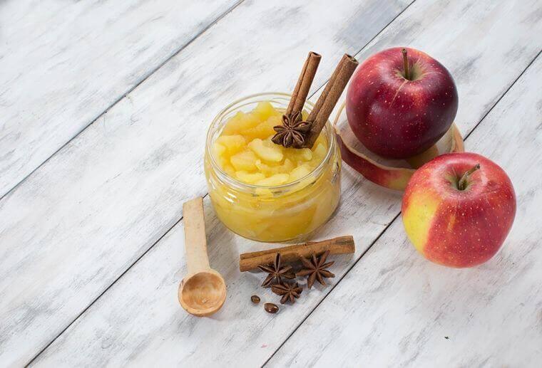 Apfel-Marmelade mit Honig und Zimt