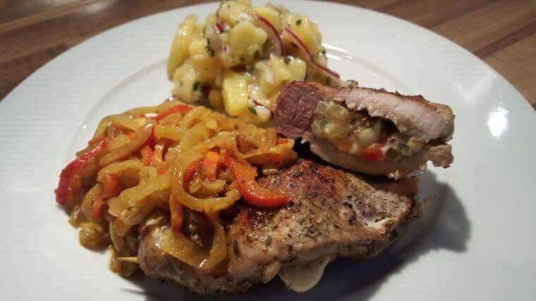 Steaktascherl mit Curryrelish und Kartoffelsalat