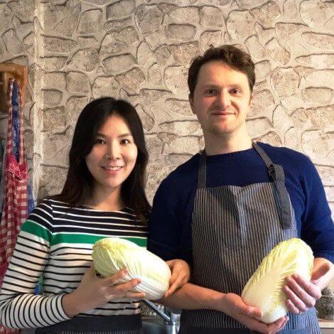 Sumi und Stephan in der Kimchi-Küche